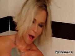 Adult video category blonde (323 sec). Hot blonde babe gets her pussy licked.