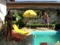 Adult romantic video category blowjob (301 sec). Limpador de piscina fodeu a gostosa.